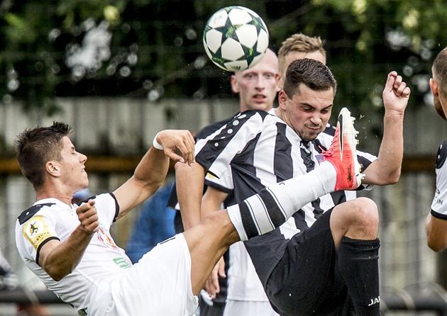 Le football Hradec Kralove démarre la saison. Le jeu est un tour du chapeau