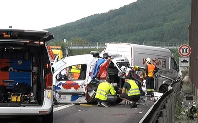 95003c120d1 Nehoda tří aut omezovala provoz na dálnici D5 u Prahy - iDNES.cz
