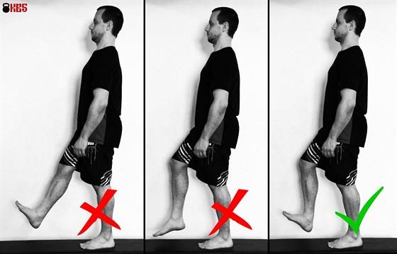 Správný nášlap při chůzi je při pokrčeném kolenu, které tlumí náraz na patu