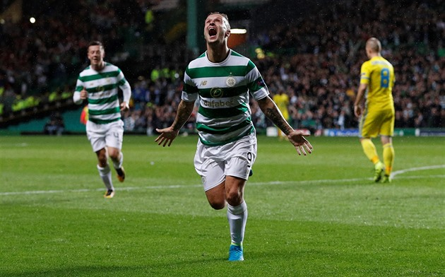 Leigh Griffiths z Celticu Glasgow slaví gól do sítě Astany.