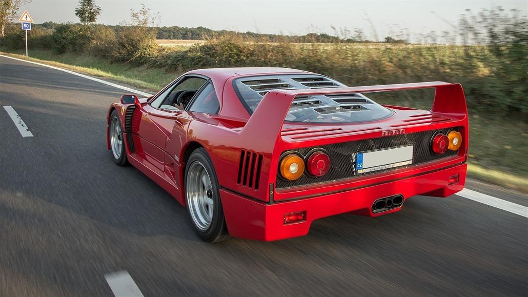V Monaku shořelo ikonické Ferrari F40, v dražbách stojí desítky milionů