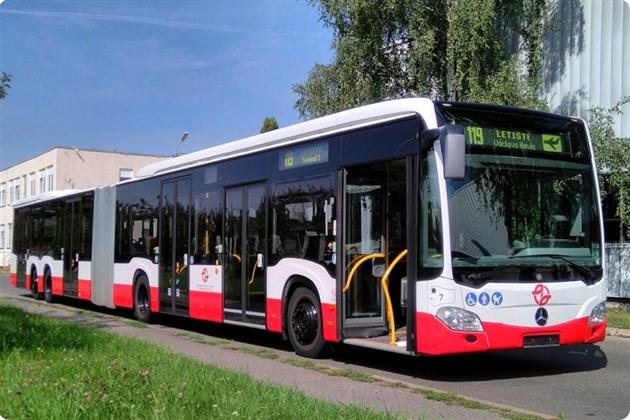 V Praze posílí autobusovou linku na letiště, naráz pojedou dva vozy