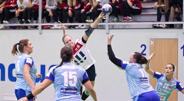 Tinerii jucători de handbal Poruba speră să urce