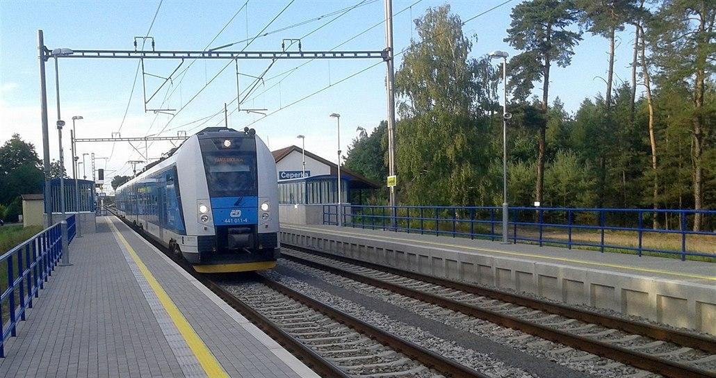 O víkendech nevyjede v kraji jediný autobus, na kolejích bude i méně vlaků