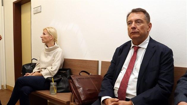 Žena rozvod prodlužuje, čeká, že zemřu, naznačil Paroubek