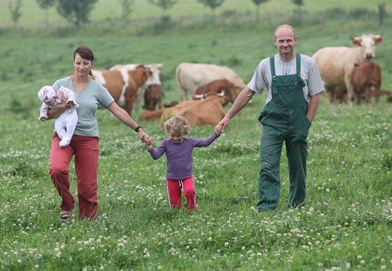 Cestovatel Vítězslav Dostál s rodinou na své farmě v rodném Hlubočci na...