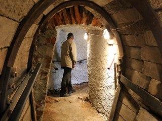 Vchod do štoly v sopce Komorní hůrka