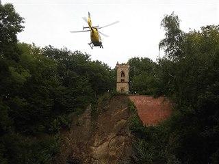 U pádu dvojice v lesoparku Čeřovka v Jičíně zasahoval vrtulník (19.9.2017).
