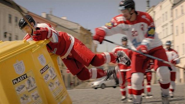 a31a740f5da VIDEO  Spot o třídění odpadu poslal hokejisty na náměstí