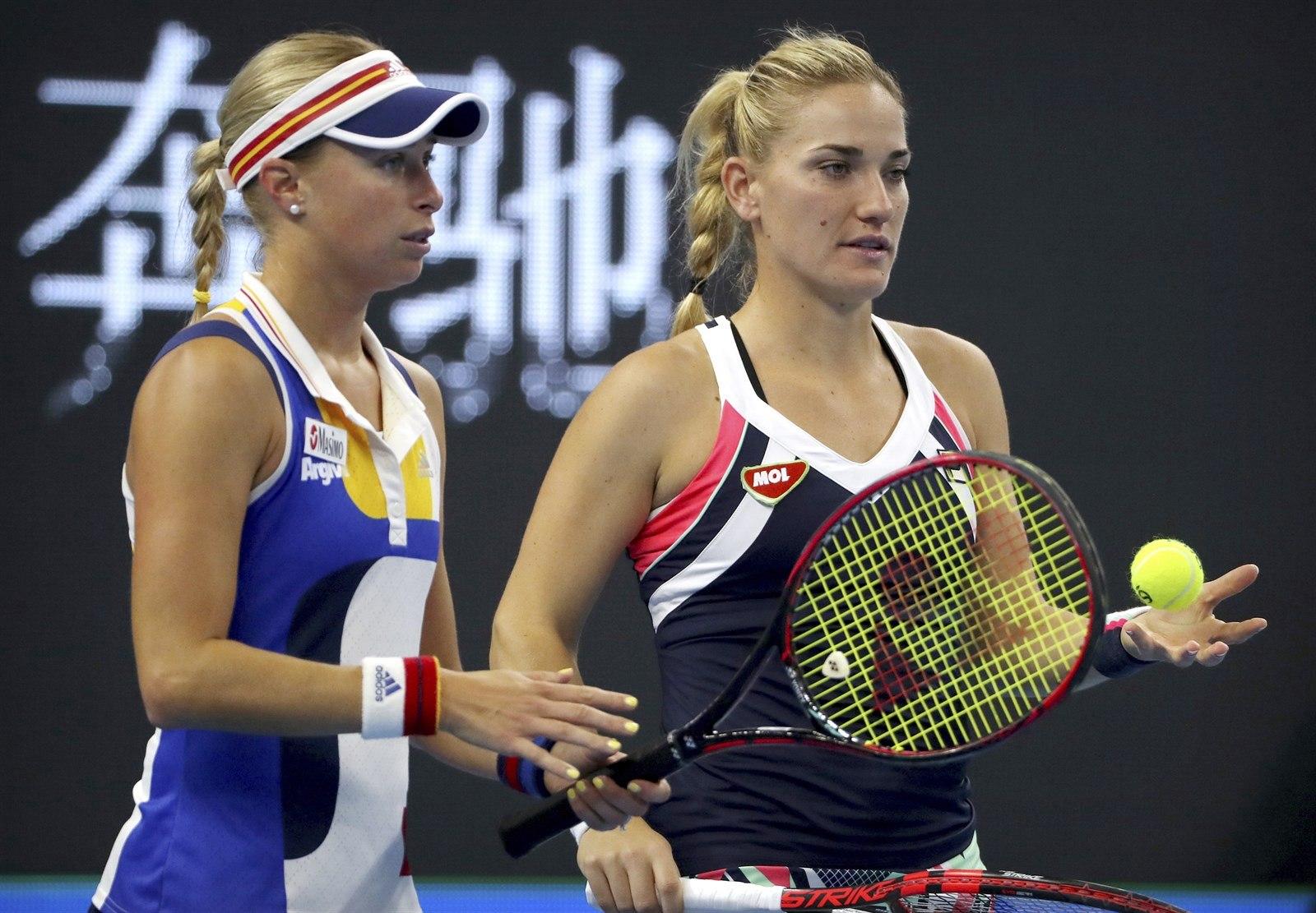 Andrea Hlavkov Vlevo A Timea Babosov Ve Finle Tyhry V Pekingu