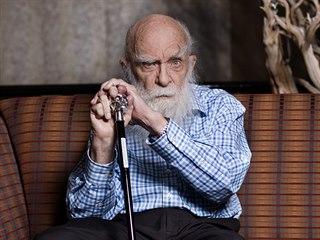 Kanadsko-americký jevištní kouzelník a vědecký skeptik James Randi