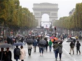 Kdo nebyl na  Champs-Élysées, nebyl v Paříži. Tento snímek nicméně vznikl během...