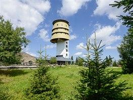 Poledník - 37 metrů vysokou rozhlednu tvoří betonová věž původní vojenské...