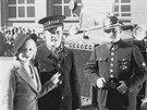 Na začátku 30. let minulého století natočil Jindřich Honzl s Jiřím Voskovcem a...