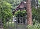 Voskovec a Werich napsali v roce 1927 svou první hru v této sázavské chatě.