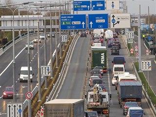 Po rozšíření silnice I/37 u Parama na čtyři pruhy je nyní posledním dopravním...
