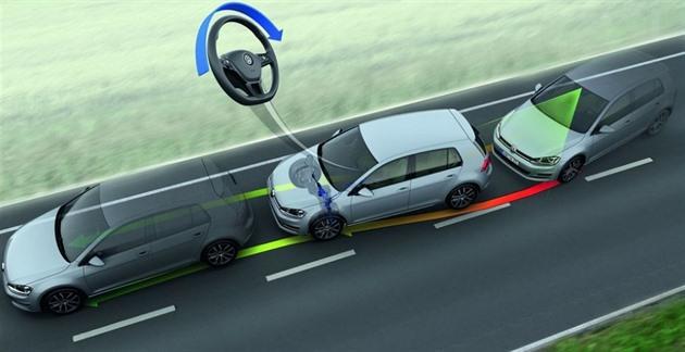 Europoslanci navrhli povinné asistenční systémy v nových autech