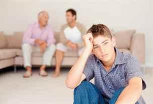 Poradna: Tchán má na syna chlapácké poznámky, je to trapné jemu i mně