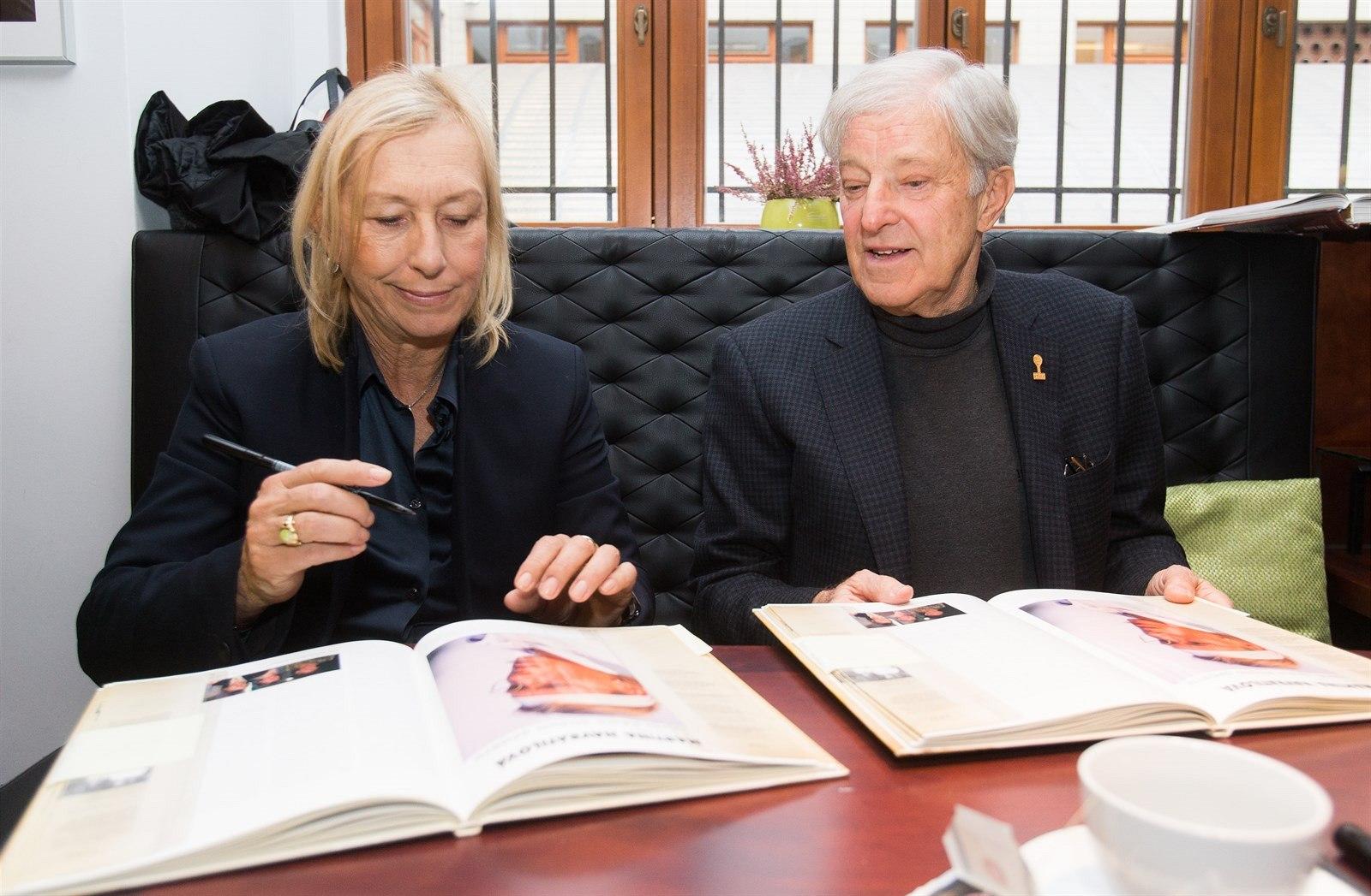Fotogalerie Jan KodeÅ¡ a Martina Navrátilová při představen minc