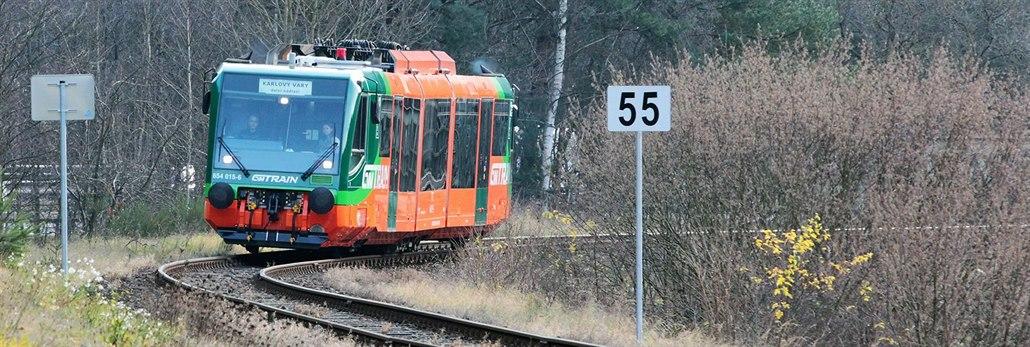 Po opravené trati z Karlových Varů přes Bečov do Mariánských Lázní jezdí Regio...