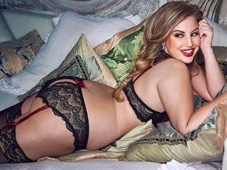 Krásné plus size modelce Ashley Alexissové to ve spodním prádle velmi sluší