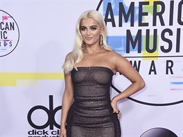Bebe Rexha na American Music Awards (Los Angeles, 19. listopadu 2017)