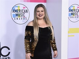 Kelly Clarksonová na American Music Awards (Los Angeles, 19. listopadu 2017)
