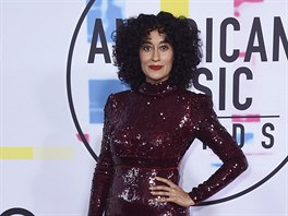 Tracee Ellis Rossová na American Music Awards (Los Angeles, 19. listopadu 2017)