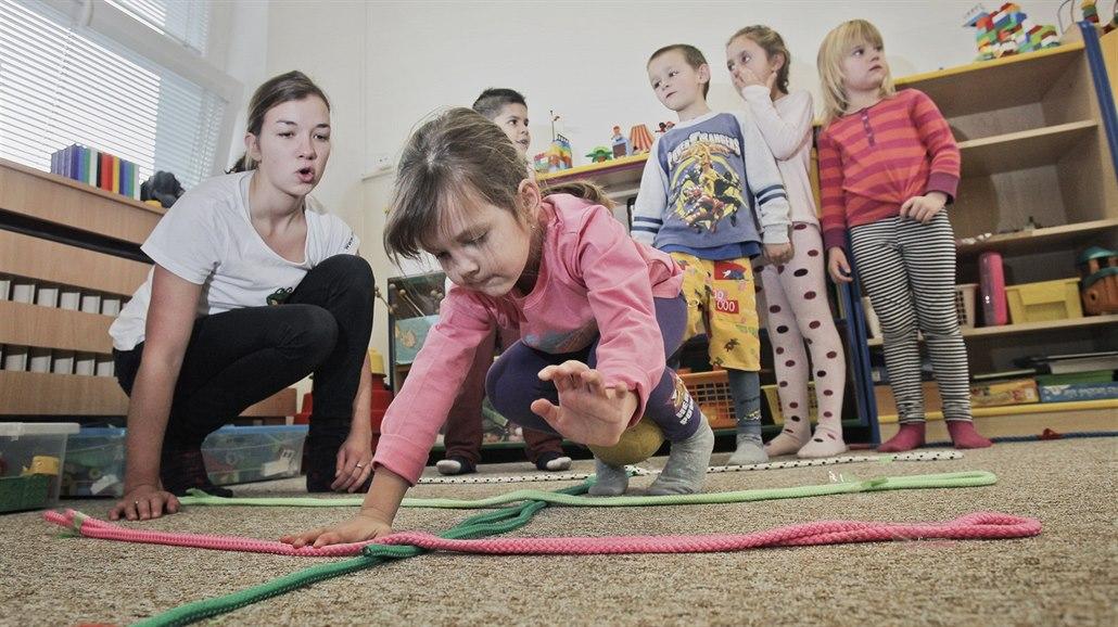Předškoláci mají problémy s mluvením, chybí jim pohádky i pouhé povídání