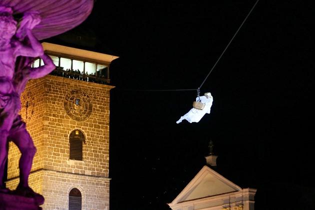 Tradiční přílet anděla v centru Českých Budějovic.
