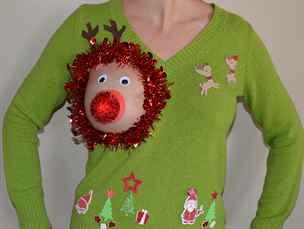 Parodie na kýčovitý vánoční svetr přiměla ženy ukazovat poprsí