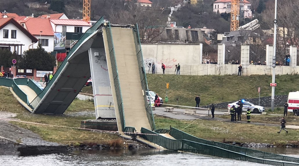 No, tak někomu spadl most. Znalec se bojí covidu, nepřišel k soudu