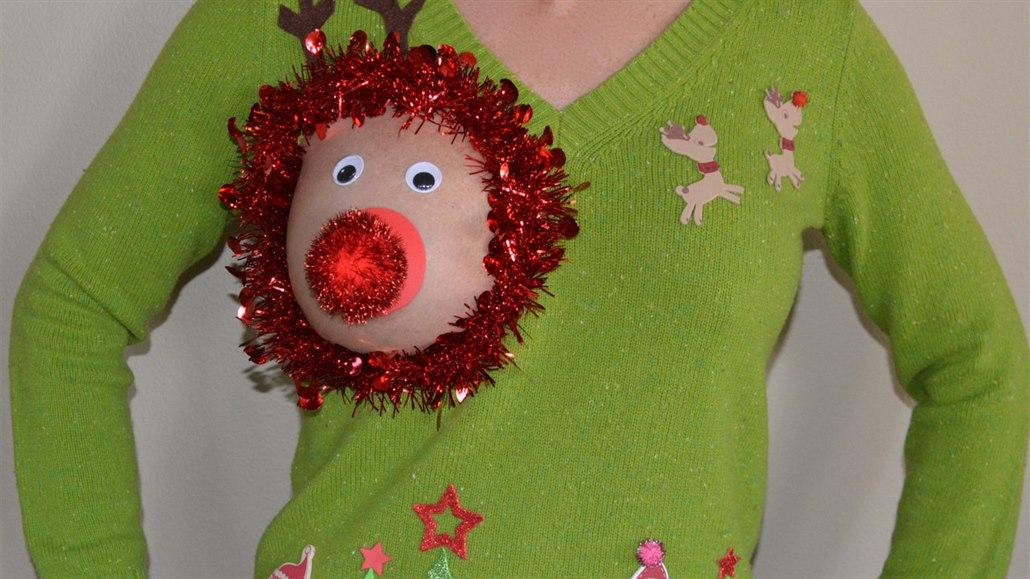 Parodie na kýčovitý vánoční svetr přiměla ženy ukazovat poprsí ... 646927d6e5