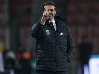 Trenér Sparty Andrea Stramaccioni gestikuluje během zápasu s Mladou Boleslaví.
