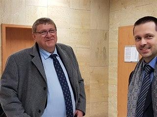 Bývalý zastupitel a podnikatel Jiří Zelenka (vlevo) čelí obžalobě za pomluvu.