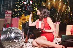 Vánoční večírek bez ostudy. Co si obléci a na co raději zapomenout