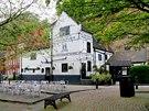 Název nejstarší anglické restaurace se odvíjí od křížové výpravy do Svaté země,...