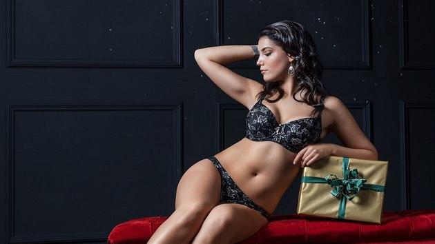 Miss Vlčková v kampani na spodní prádlo odhalila své ženské křivky d86e089792