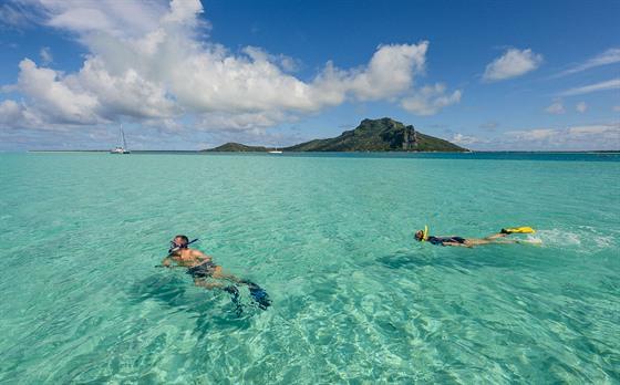 Kdo má rád vodní aktivity, najde v Polynésii ráj na zemi. Na snímku laguna...