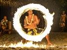 Tradiční polynéské vystoupení s ohněm si rozhodně nenechte ujít!