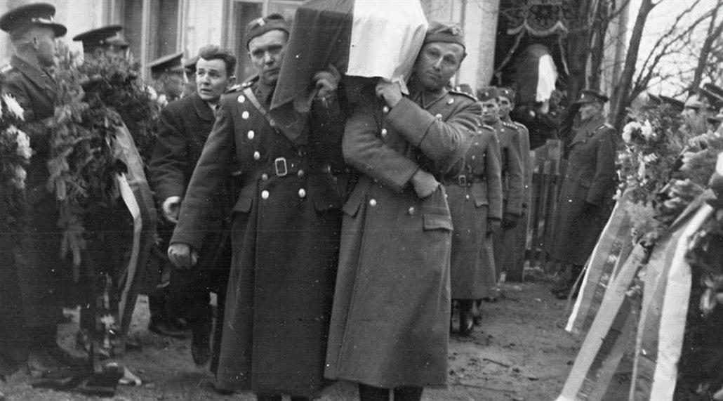 Z pohřbu Václava Mareše a Josefa Dleska v lednu 1948