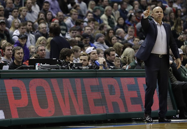 Jason Kidd koučuje hráče Milwaukee Bucks.