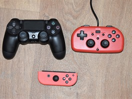 Vlevo PS4 Dualshock 4, vpravo HORI Wired Mini, dole Joy-Con ze Switche