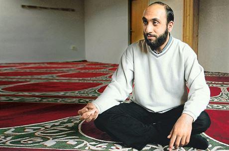 Muslimský duchovní vůdce Sámer Shehadeh v sídle Islámské nadace v Praze v roce...