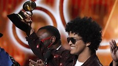 Bruno Mars s cenou Grammy za píseň That's What I Like.