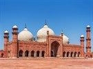 Mughalská nádhera. Staletá mešita Bádšhahí ve městě Láhaur byla postaven...
