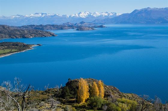 Jezero General Carrera a jeho panorama, u kterého jsem si nebyl jistý, jestli...