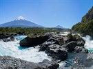 Vodopády Saltos de Petrohue byly dost turistické, ale až kýčovitě krásné.