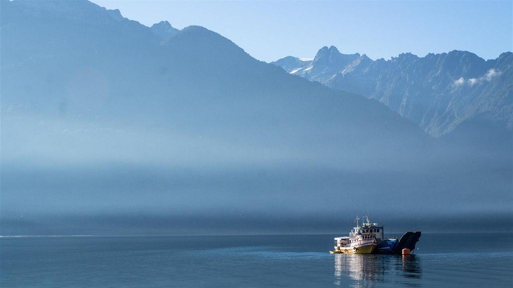 Za pěkného počasí jsou přejezdy fjordů velmi příjemným způsobem cestování.