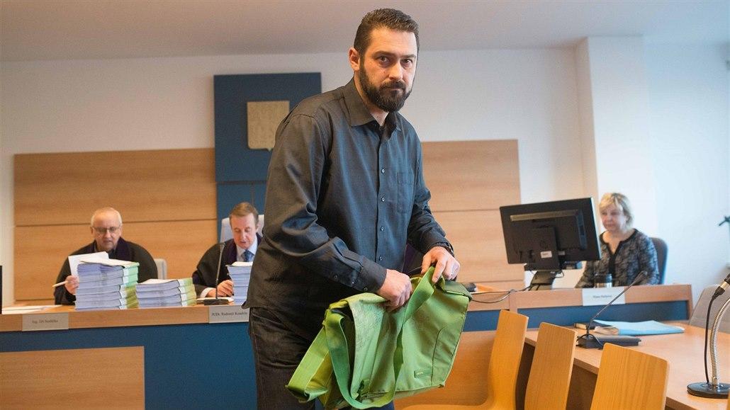 Bývalého hokejistu Čechmánka soud i napotřetí zprostil obžaloby z podvodu